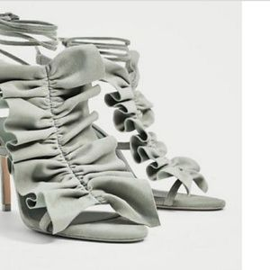 Zara Women Ruffled HIigh Heel size 6